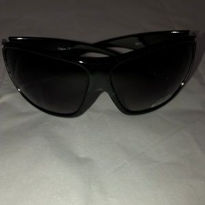 *** NEW *** Rhinestone Accent Modern Sunglasses